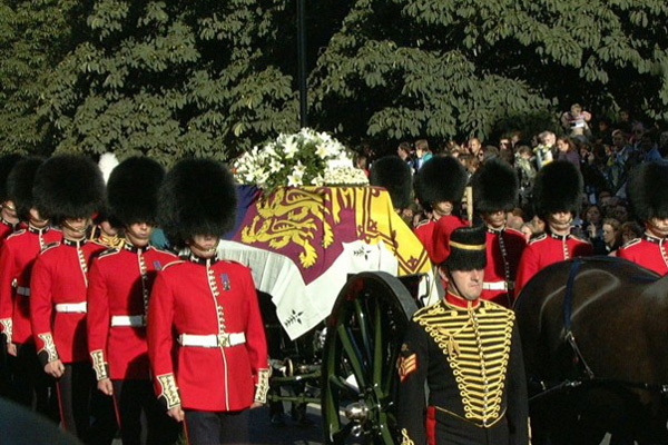 Gun carriage pulled by King's Troop horses bears the coffin of Princess Diana. BEN CURTIS/AP.