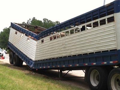 Tennessee horse slaughter trailer crash. Source image.