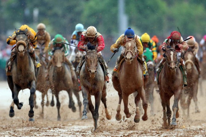Orb ridden by Joel Rosario comes down the final stretch on his way to winning the 139th running of the Kentucky Derby at Churchill Downs on May 4, 2013 in Louisville, Kentucky. (Photo by Andy Lyons/Getty Images)