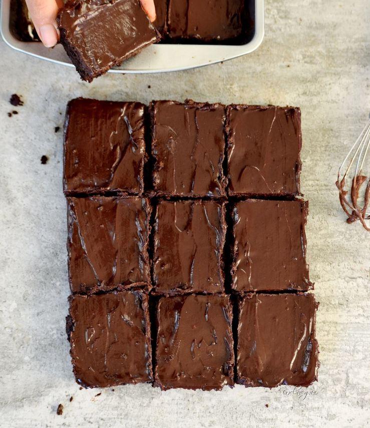 Best vegan brownies. Fudgy and delicious. By Elavegan.